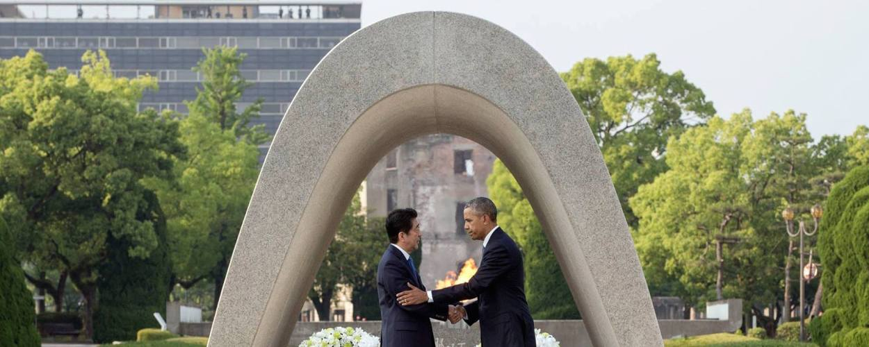 Shinzō_Abe_and_Barack_Obama_shaking_hands_at_the_Hiroshima_Peace_Memorial_Park
